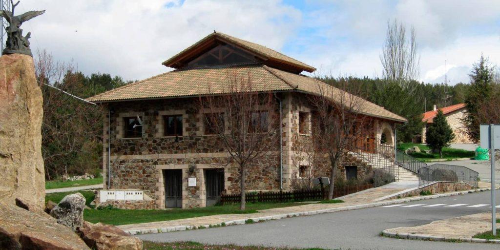 Casa del parque de Gredos en Hoyos del Espino