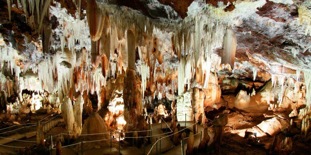 Cuevas del Águila o grutas del Águila