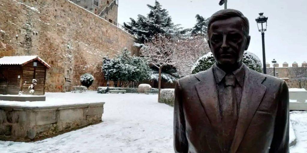 Estatua de Adolfo Suarez en Ávila