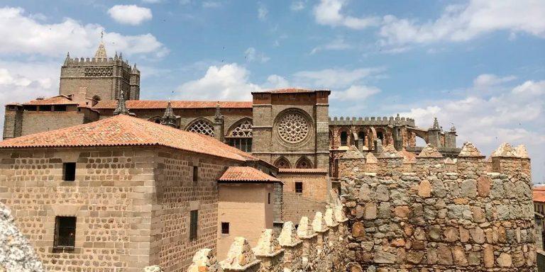 Foto muralla y catedral de Ávila